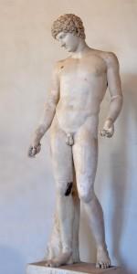Posąg Antinousa, kochanka cesarza Hadriana. Uważani są za gay icons, chociaż obecnie coraz częściej zauważa się zaburzoną relację władzy między mężczyznami i status Antinousa jako poddanego Hadriana źródło: Wikimedia Commons