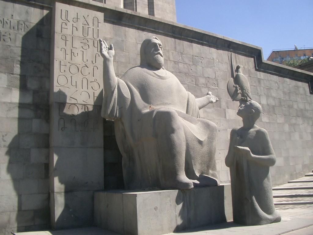 Mesrop Masztoc wykłada uczniowi alfabet ormiański, źródło: flickr.com